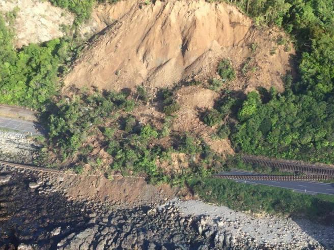 kaikoura-slip-rail-road